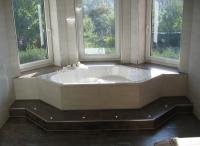 Badewanne-mit-Stufe