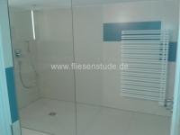 Bodengleiche-Dusche-mit-Glaswand